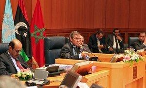 Special Representative Bernardino León (centre) speaks to Libyan parties meeting in Morocco.