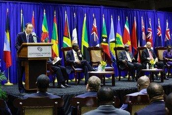 秘书长潘基文在加勒比海可持续发展高级别对话上致辞。联合国图片/Evan Schneider