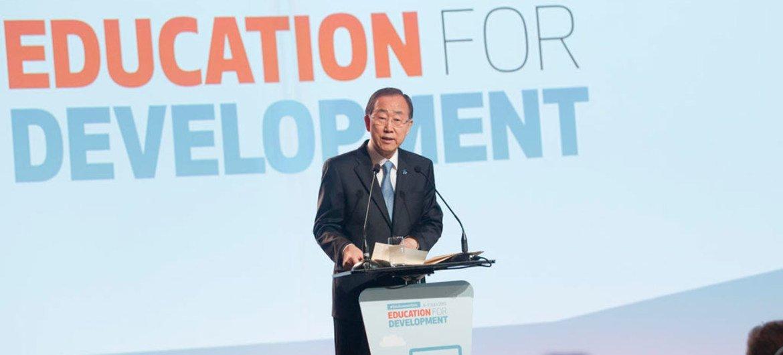 Le Secrétaire général des Nations Unies, Ban Ki-moon, lors d'un sommet à Oslo, en Norvège, consacré au rôle de l'éducation dans le développement. Photo : ONU / Rick Bajornas