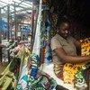 Женщина  на рынке в  Монровии. Фото ПРООН