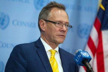 安理会有关伊黎伊斯兰国和基地组织的制裁委员会的主席、新西兰常驻代表波希门向媒体发表讲话。联合国图片/Loey Felipe