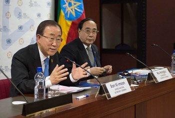 潘基文秘书长在亚的斯亚贝巴举行记者会。联合国图片/Eskinder Debebe