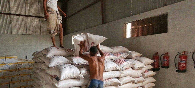 运抵也门的国际援粮。粮食计划署/Ammar Bamatraf