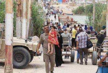 En juillet 2015, des Iraquiens fuyant face aux avancées de l'Etat islamique d'Iraq et du Levant (EIIL), en Iraq. Photo MANUI (archives)