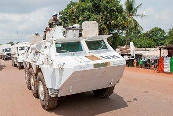 Des Casques bleus servant au sein de la Mission multidimensionnelle intégrée des Nations Unies pour la stabilisation en République centrafricaine (MINUSCA). Photo ONU/Catianne Tijerina