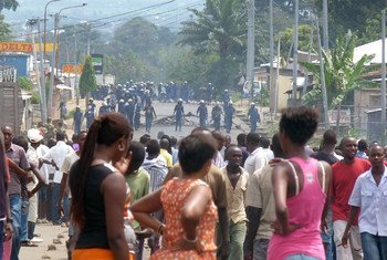 Демонстрации  людей на улицах в бурундийской столице Бужумбуре,  фото ИРИН