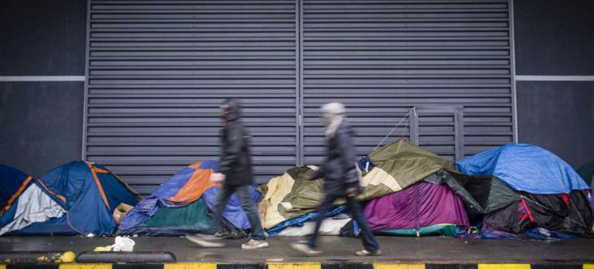 Several thousand asylum-seekers and migrants from Syria, Iraq, Ethiopia, Sudan, Pakistan and Afghanistan are living in makeshift camps or in the streets in Calais, France.