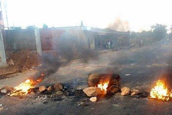 Des barricades incendiées à Bujumbura, la capitale du Burundi, en août 2015. Photo : Desire Nimubona/IRIN