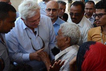 El coordinador de ayuda humanitaria de la ONU, Stephen O Brien, durante su visita a Yemen Foto:OCHA