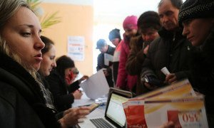 In Ukraine, cash and food voucher assistance by WFP allow people to go to the market and pick the food they prefer.