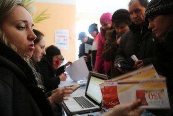 世界粮食计划署在乌克兰开展的粮食援助行动为人们提供现金或者粮食券。粮食署图片/Abeer Etefa