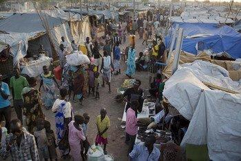 Desplazados refugiados en la base de la Misión de la ONU en Sudán del Sur (UNMISS). Foto: UNICEF/Kate Holt.