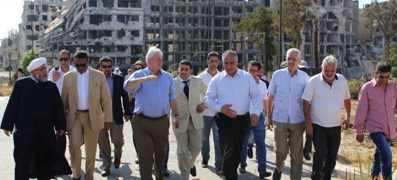 El coordinador de la ONU para Asuntos Humanitarios, Stephen O´Brien (tercero de izquierda a derecha) durante una visita a Siria. Foto de archivo: OCHA