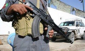 Un policier à Kaboul, en Afghanistan, qui reste l'un des pays les plus dangereux au monde. Photo : Obinna Anyadike / IRIN