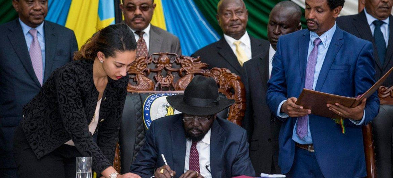 Président Salva Kiir du Soudan du Sud lors de la cérémonie de signature de l'Accord de paix dans la capitale du pays, à Juba. Photo : ONU / Isaac Gideon