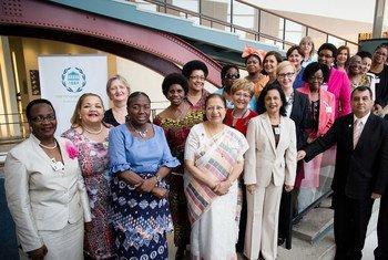 各国议会联盟主席与各国女性议长。Photo: IPU