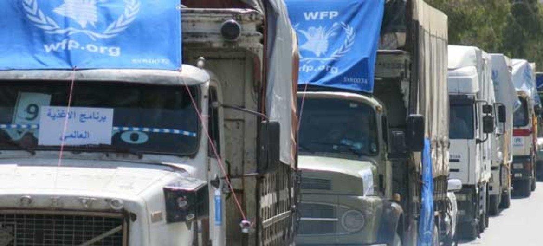 Un convoi transfrontalier du Programme alimentaire mondial des Nations Unies (PAM) transportant des approvisionnements dans le nord-est de la Syrie.