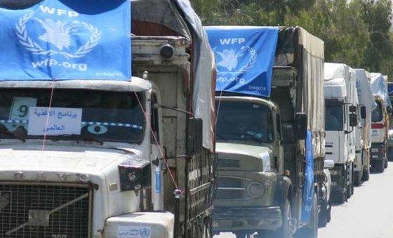 Um comboio do Progama Mundial de Alimentos, PMA, leva suprimentos para o nordeste da Síria.