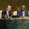 El Secretario General de la ONU, Ban Ki-moon (izq) y el Presidente de la Asamblea General, Sam Kutesa Foto: ONU/Devra Berkowitz
