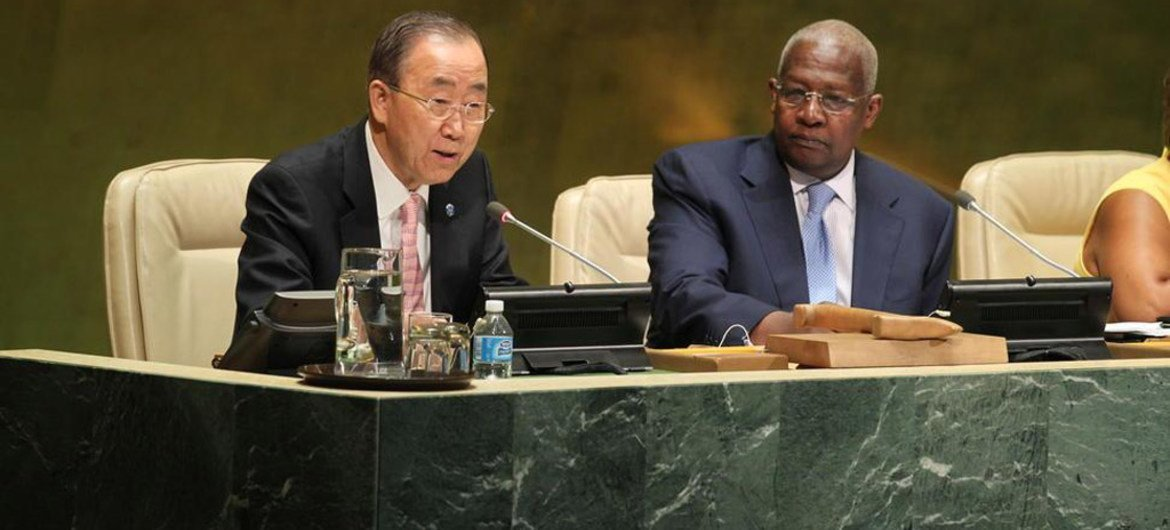 Secretary-General Ban Ki-moon addresses the General Assembly. President of the Assembly Sam Kutesa is at right.