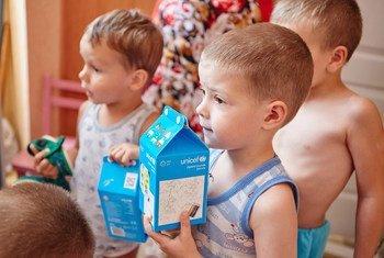 Des enfants de l'école maternelle Katusha dans la ville de Kramatorsk, à Donetsk, en Ukraine. Photo : UNICEF / Pavel Zmey