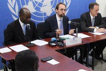 Haut-Commissaire des Nations Unies aux droits de l'homme, Zeid Ra'ad Al Hussein (au centre), lors d'une conférence de presse à Bangui, en République centrafricaine (RCA), le 4 septembre 2015. Photo : MINUSCA