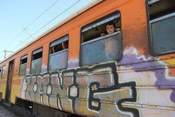 En 2015, un enfant dans un train près de Gevgelija, dans l'ex-République yougoslave de Macédoine, à la frontière avec la Serbie, alors que des réfugiés et migrants arrivent en masse en Europe.(Photo d'archive)