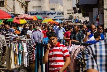 سوق في مدينة رام الله بالضفة الغربية. المصدر: البنك الدولي / أرني هول