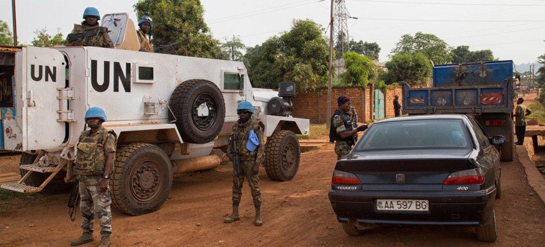 La Mission des Nations Unies en République centrafricaine (MINUSCA) et la Police nationale conduisent une opération conjointe dans la capitale Bangui.