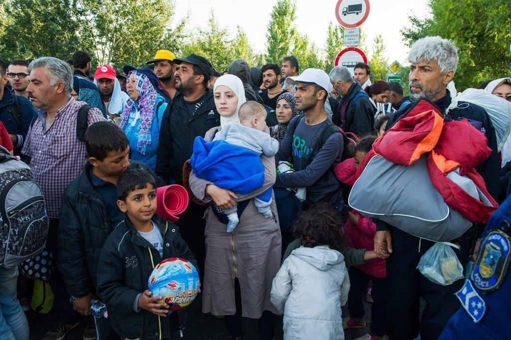 Des réfugiés en Hongrie lors d'une confrontation avec la police. Photo HCR/Mark Henley