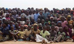 Des enfants et adultes réfugiés nigérians dans le camp de Minawao dans la région dans la région de l'Extrême Nord du Cameroun.