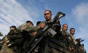 菲律宾武装部队在进行武装巡逻。