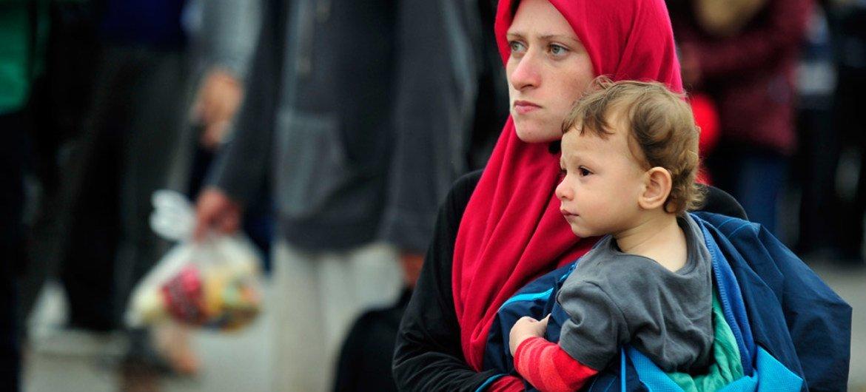 Una mujer refugiada en la frontera entre Grecia y la ex República Yugoslava de Macedonia. Foto: UNICEF/Tomislav Georgiev