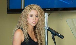 L'Ambassadrice de bonne volonté de l'UNICEF, la chanteuse Shakira, lors d'une manifestation sur l'enfance au siège de l'ONU à New York. Photo ONU/Eskinder Debebe