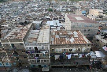 Picha ya juu ikionesha mtaa wa mabanda wa Mathare mjini Nairobi Kenya