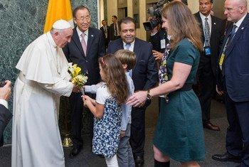 Bienvenida al Papa Francisco en la sede de la ONU en Nueva York.
