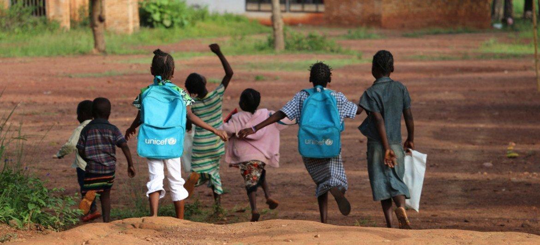 Alors que la situation sécuritaire s'améliore dans certaines parties de la République centrafricaine, l'accès à l'éducation est une priorité. Photo : UNICEF / Donaig Le Du