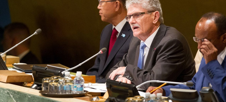 El presidente de la Asamblea General de la ONU, Mogens Lykketoft (al centro). Foto: ONU/Loey Felipe