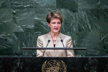 La Présidente de la Confédération suisse, Simonetta Sommaruga, devant l'Assemblée générale. Photo ONU/Amanda Voisard
