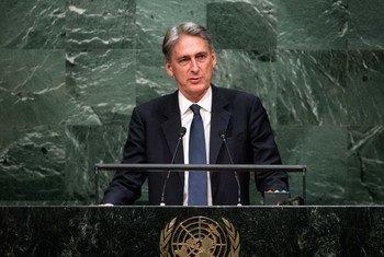 Le Secrétaire d'Etat britannique aux affaires étrangères, Philip Hammond, devant l'Assemblée générale. Photo ONU/Cia Pak
