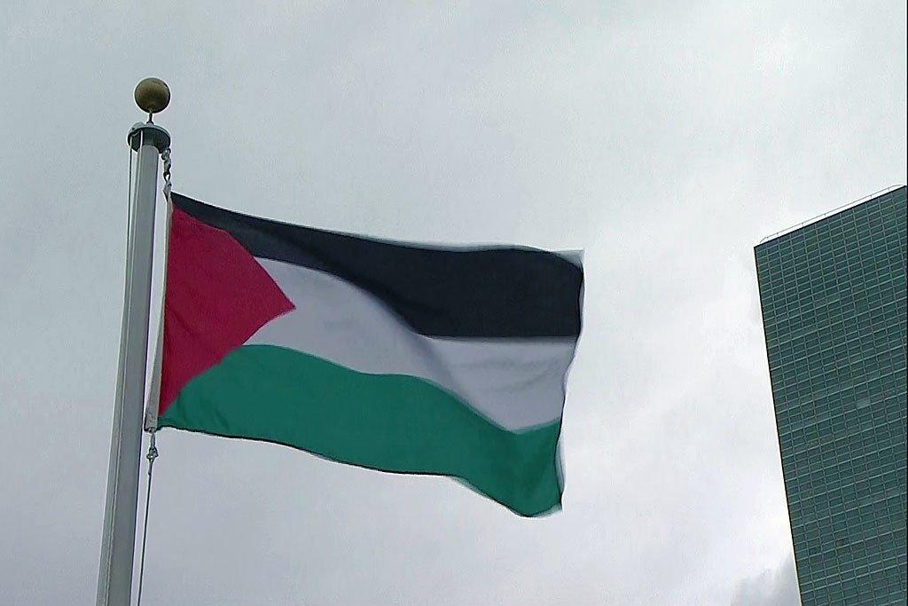 巴勒斯坦旗帜首次在纽约联合国纽约总部迎风飘扬。