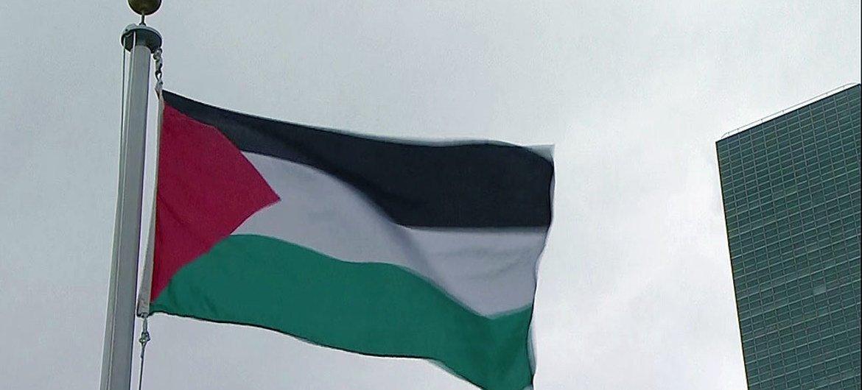 巴勒斯坦旗帜在纽约联合国总部迎风飘扬。