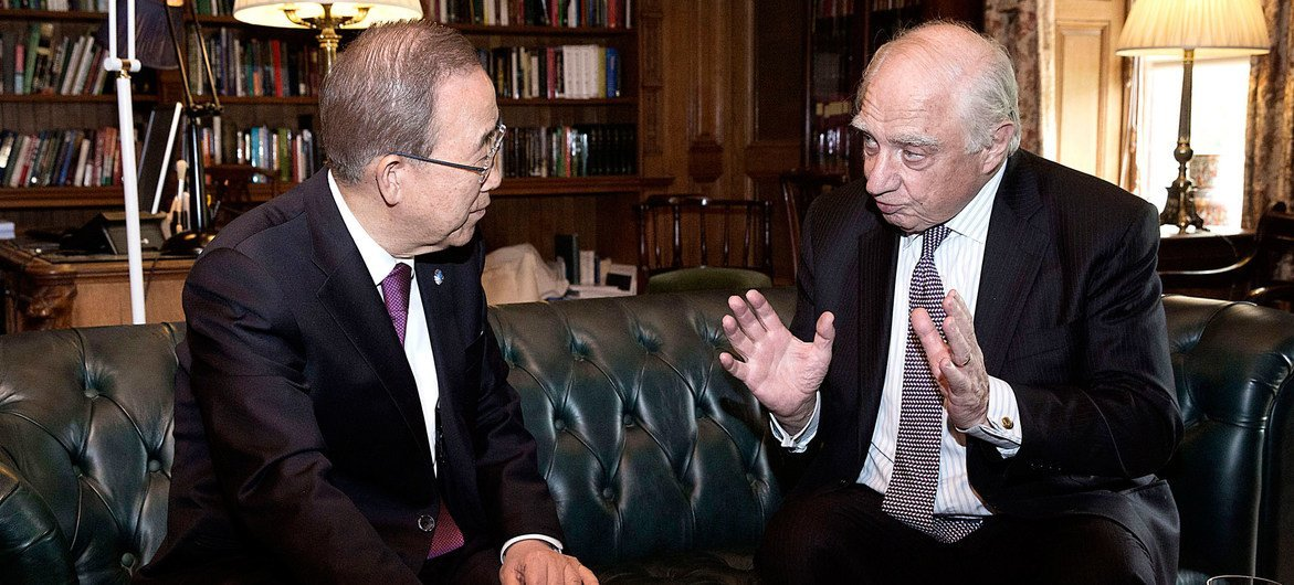 Peter Sutherland, the Special Representative for International Migration (right), advises Secretary-General Ban Ki-moon on issues relating to international migration and development.