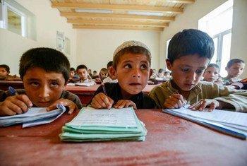 Des enfants dans une école à Kaboul en Afghanistan. Photo HCR/Sebastian Rich