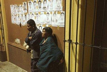 Объявления о  пропавших людях в мексиканком городе Оахака. Фото  Джека  Таудте