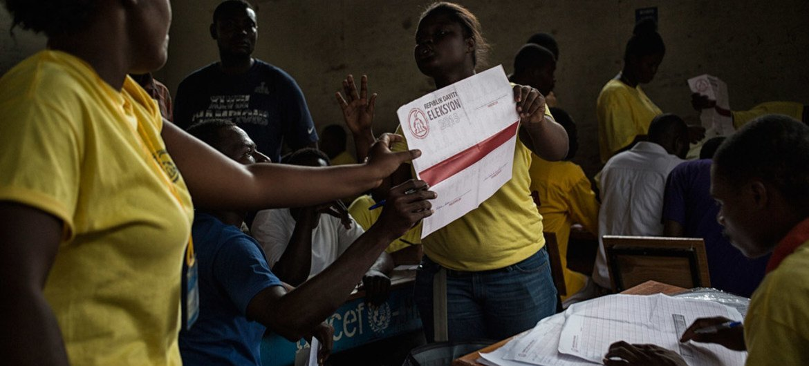 Officials in Haiti begin counting ballots at the end of polling on election day, 9 August 2015.