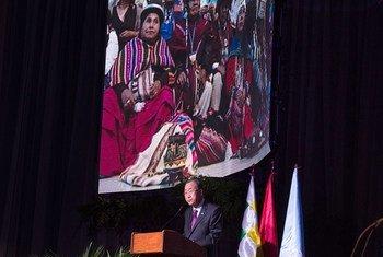 El Secretario General de la ONU participa en la Conferencia Mundial de los Pueblos sobre Cambio Climático y Defensa de la Vida en Cochabamba, Bolivia. Foto: ONU/Eskinder Debebe