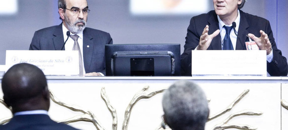 FAO Director-General José Graziano da Silva and French Minister of Agriculture Stéphane Le Foll at a side event of the Committee on World Food Security (CFS) in Rome.