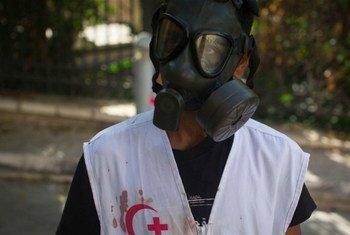 أرشيف: متطوع في جمعية الهلال الأحمر الفلسطيني يستجيب  لاشتباكات في الضفة الغربية.