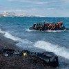 Embarcación llena de refugiados llegando a la costa de Lesbos, Grecia. Foto: UNICEF/Ashley Gilbertson VII